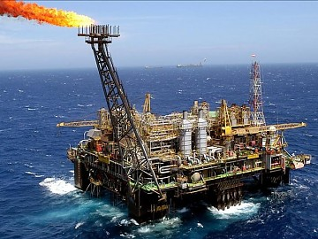 El petróleo de Texas baja un 2 % y cierra en 54,73 dólares el barril
