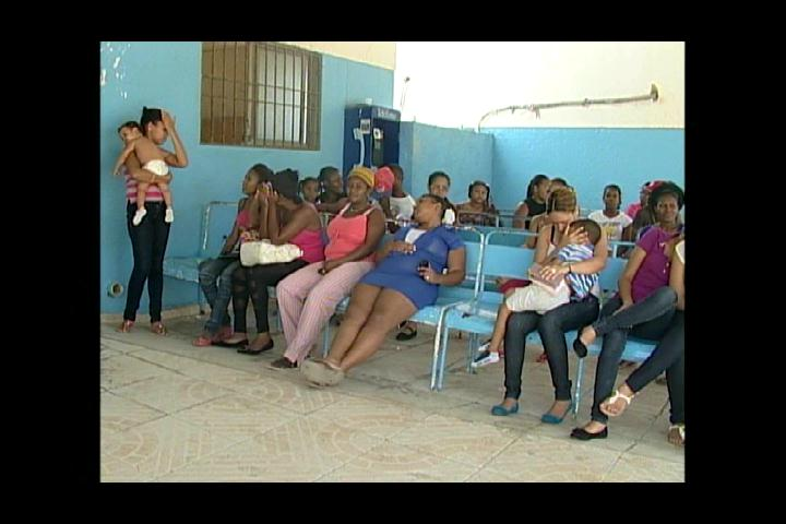 Madres de niños con chinkugunya se quejan de larga espera en hospitales