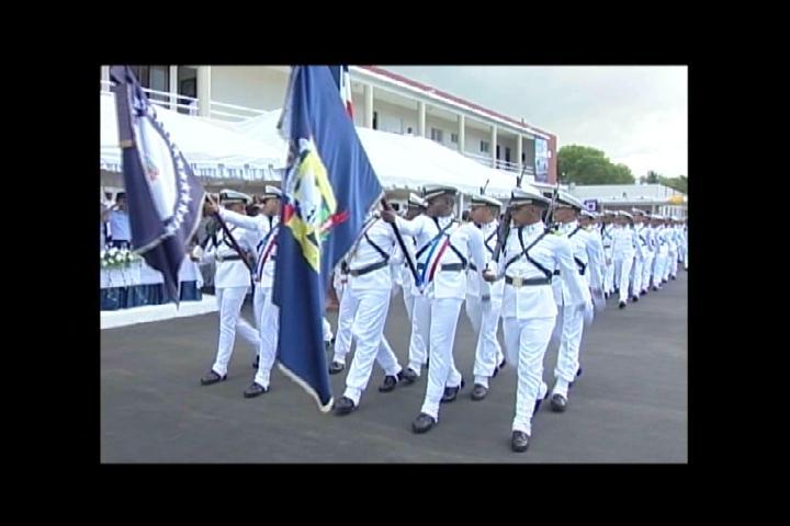 Mujeres entran por primera vez a la academia naval