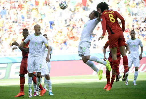 Bélgica gana a Argelia (2-1)