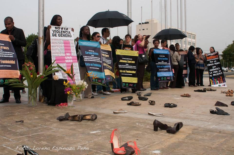 Mujeres demandan despenalizar aborto y endurecer penas por feminicidios