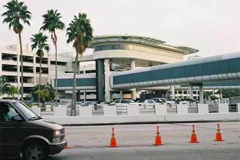 Falsa alarma de bomba paraliza por una hora al aeropuerto de Miami