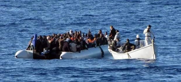 Inmigrantes muertos en una de las barcazas rescatadas al sur de Sicilia