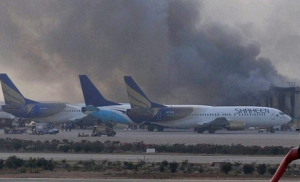 Suben a 27 los fallecidos en ataque contra el mayor aeropuerto de Pakistán