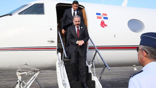 Medina retorna al país tras participar en investidura presidente El Salvador