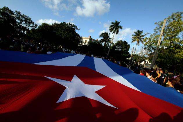 Grupos del exilio llaman a bloquear ayuda financiera a Cuba