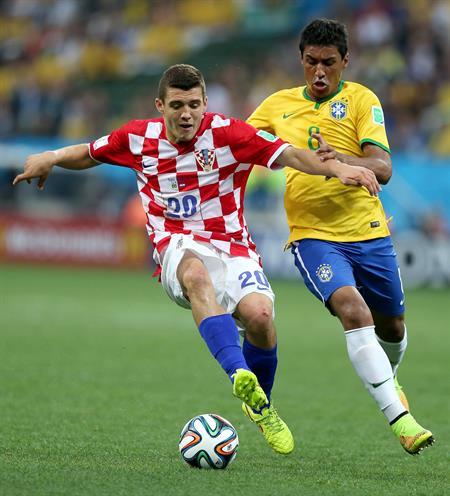 Brasil y Croacia empatan a uno al descanso