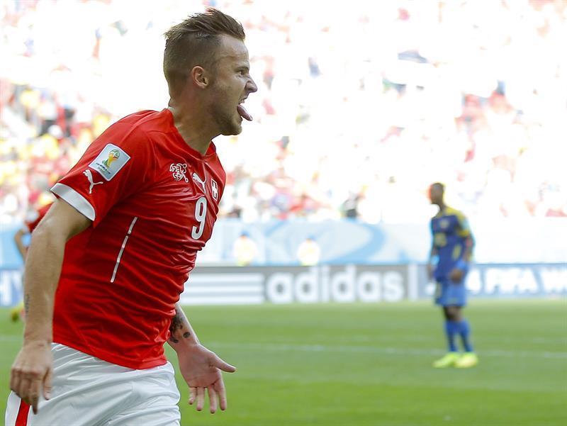 Suiza gana 2-1 a Ecuador
