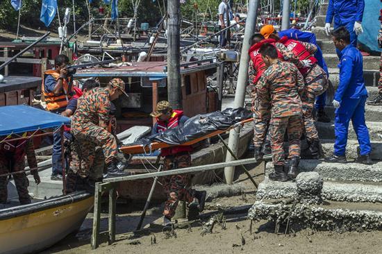 Elevan a nueve los muertos en el naufragio de un barco en Malasia