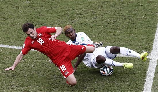 Ecuador y Francia empatan sin goles al descanso