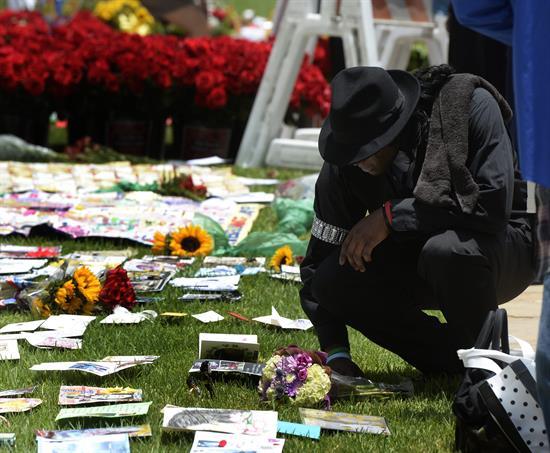 Los fans de Michael Jackson le rinden tributo cinco años después de su muerte