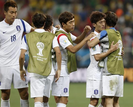 1-1 El fracaso de Capello marca el pase histórico de Argelia