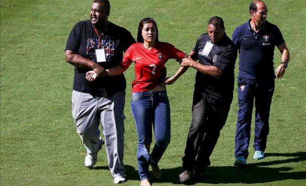 Por tocar a Ronaldo, una joven cae de una grada y resulta herida en Campinas
