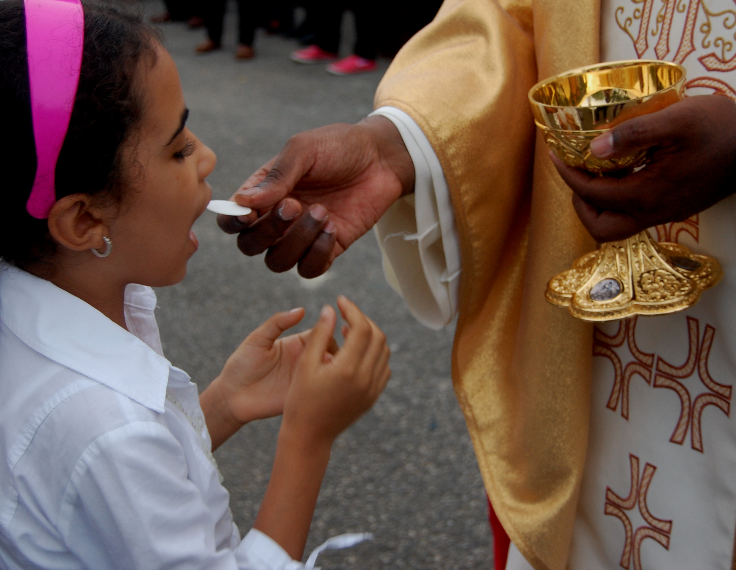 Un pueblo que alaba a Cristo en la Eucaristía