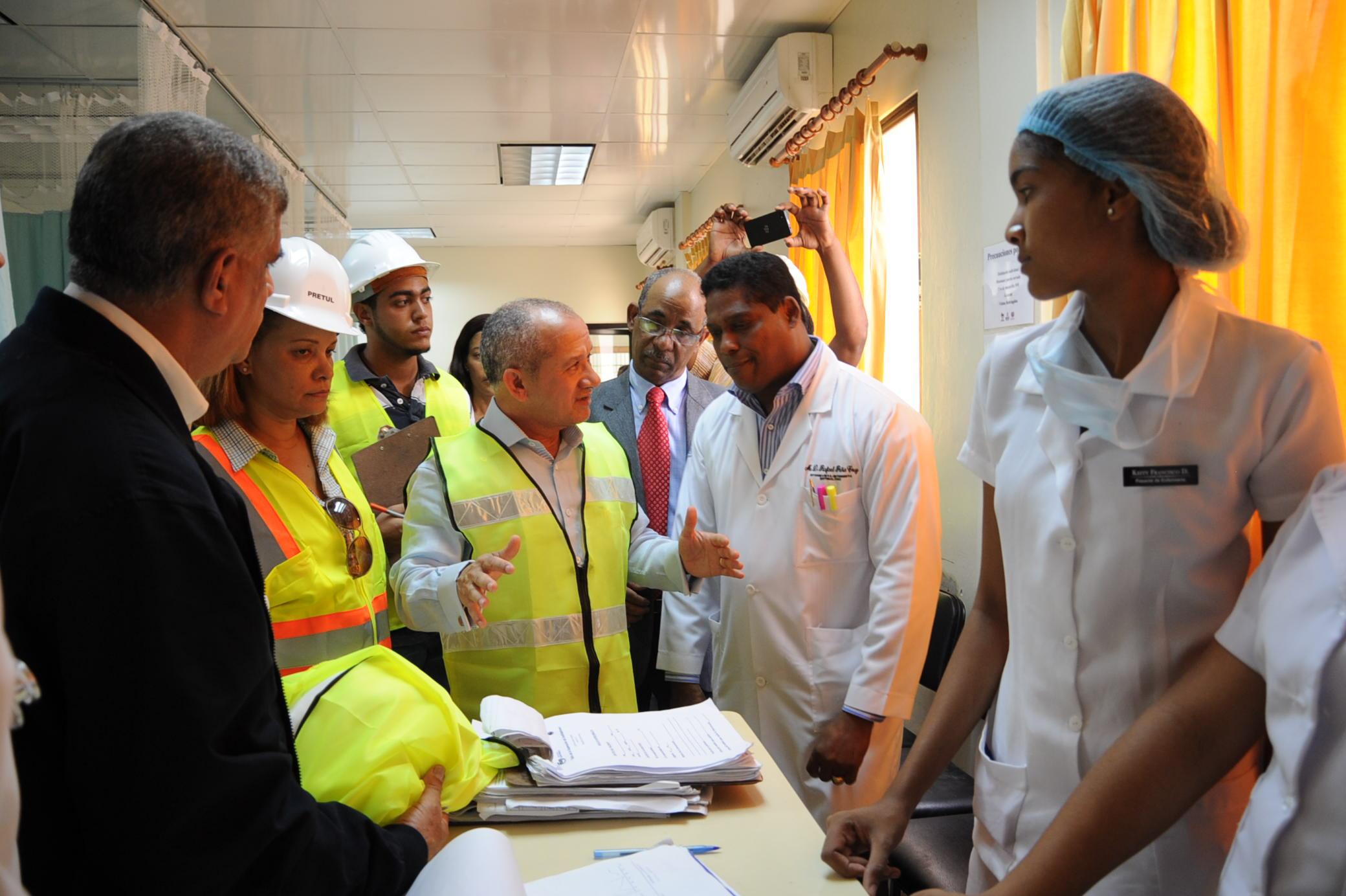 Supervisan trabajos de reconstrucción del hospital Provincial de Altamira
