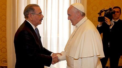El papa habló durante 23 minutos con el presidente Danilo Medina