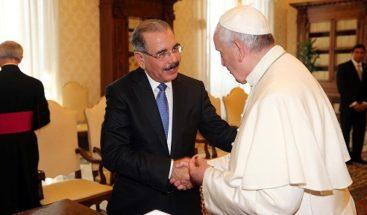 El presidente Medina invita al papa a visitar la República Dominicana