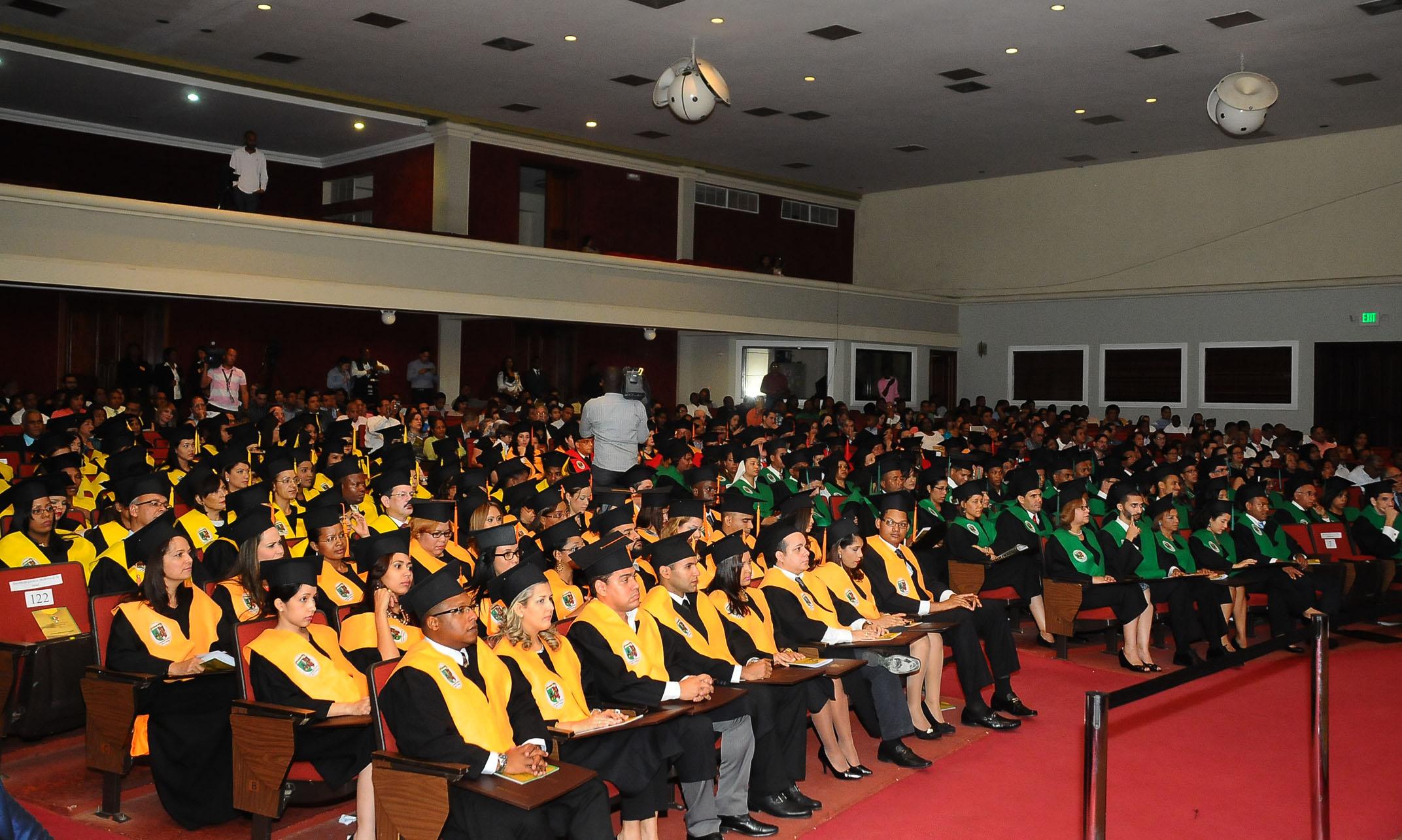 UCSD gradúa a 183 nuevos profesionales de posgrado y maestría