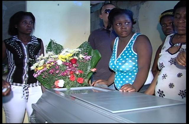Velan restos de joven supuestamente asesinada por su pareja en Haina