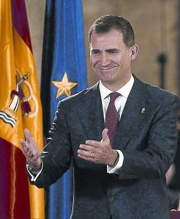 Felipe VI ofrece una Monarquía renovada y animó a construir unidos el futuro