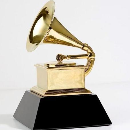 Los músicos ganan terreno a la industria en los Grammy Latino
