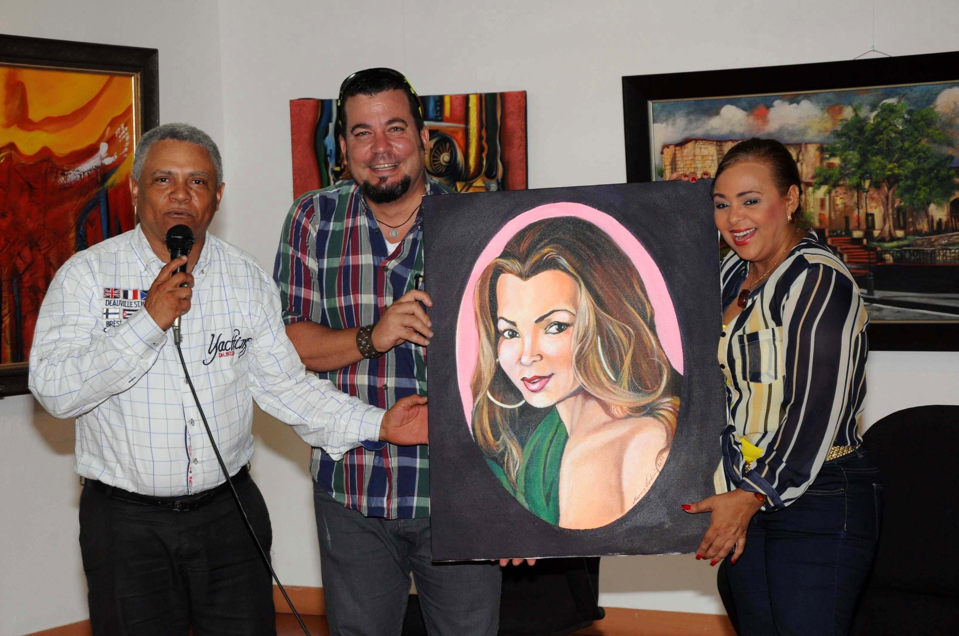 Ministerio de Cultura reconoce a Jackeline Estévez