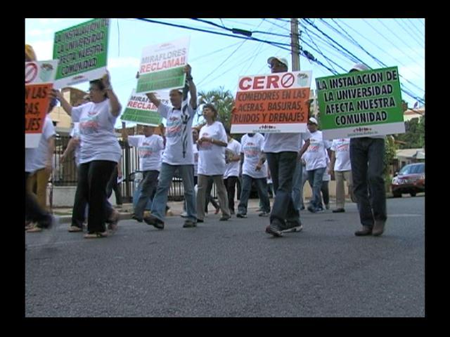 Moradores de Miraflores exigen salida de la Universidad Evangélica