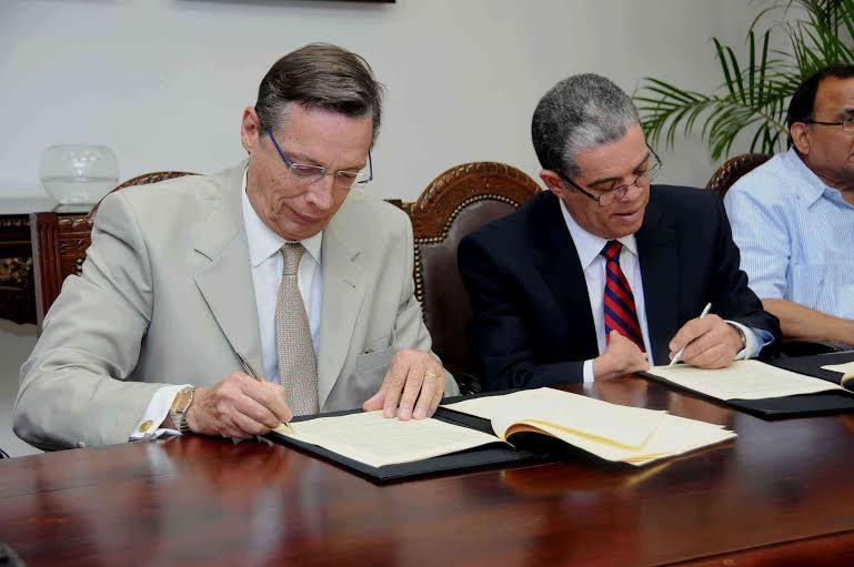 Nestlé Dominicana Firma Convenio con Ministerio de Educación