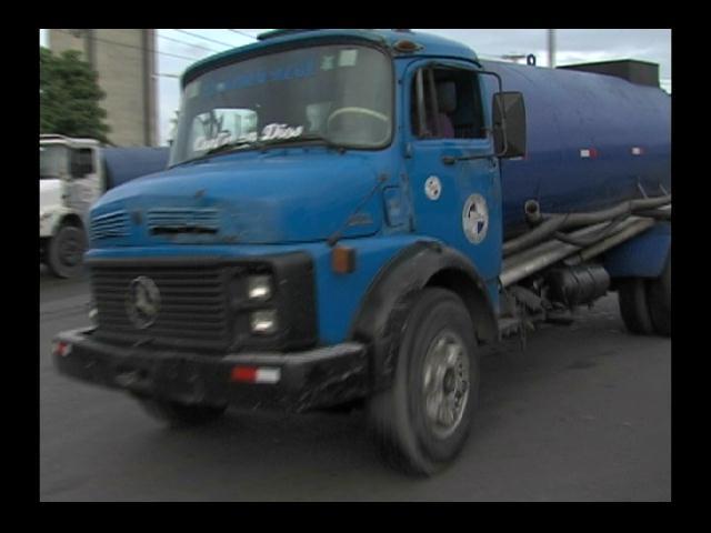 Escasez de agua sigue azotando barrios del gran Santo Domingo