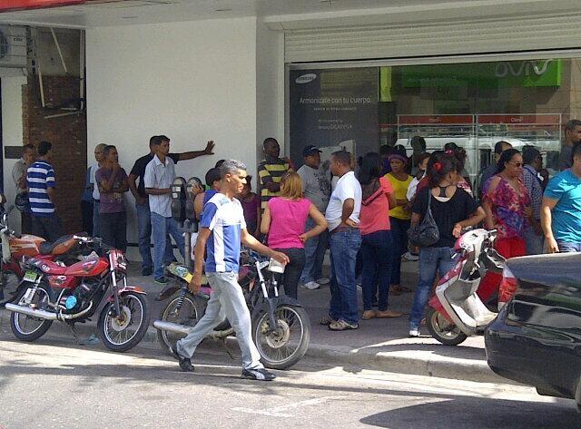 También en Santiago se observan largas filas en último día de validación