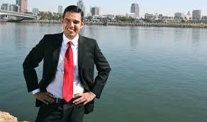 Robert García primer alcalde latino y homosexual de Long Beach en EEUU