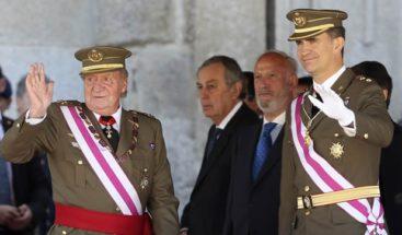 Rey de España aparece junto a su hijo y sucesor por primera vez tras abdicar