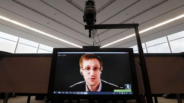 Oliver Stone llevará al cine la historia del exespía Edward Snowden