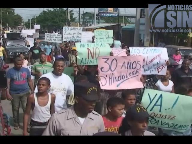 Comunidades del sector del Ingenio protestan en demanda obras