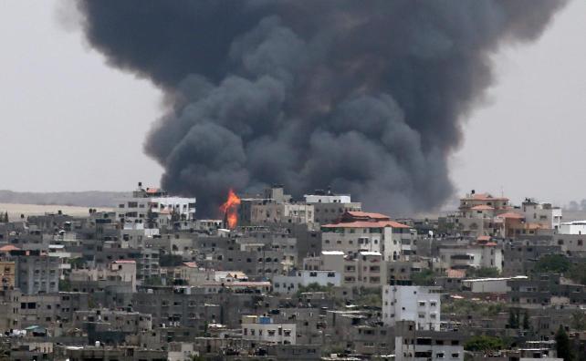 Aviones de combate israelíes matan a tres niños y a su madre en Gaza