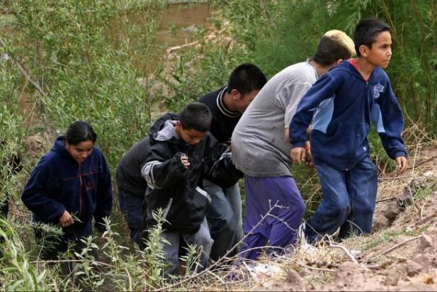 Hispanos en EE.UU. favorecen más el amparo para niños inmigrantes, según encuesta