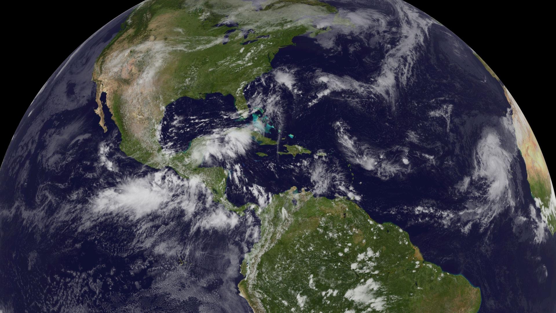 Huracán Bertha se mueve hacia el norte por el Atlántico sin ofrecer riesgo