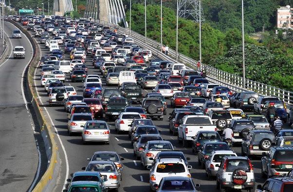 AMET fiscaliza 117 conductores por violar luz roja de semáforos