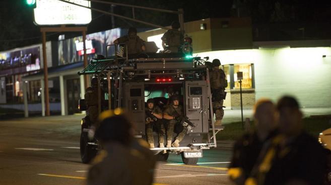 Guardia Nacional EEUU en calles de Ferguson tras más disturbios