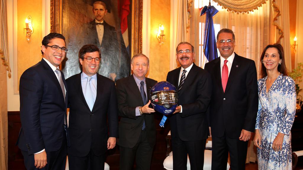 Danilo Medina recibe al presidente del BID; hablan sobre proyectos en RD
