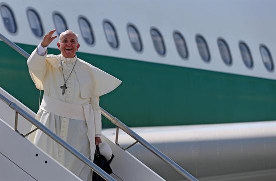 El papa Francisco llega a Seúl en su primera visita a Asia