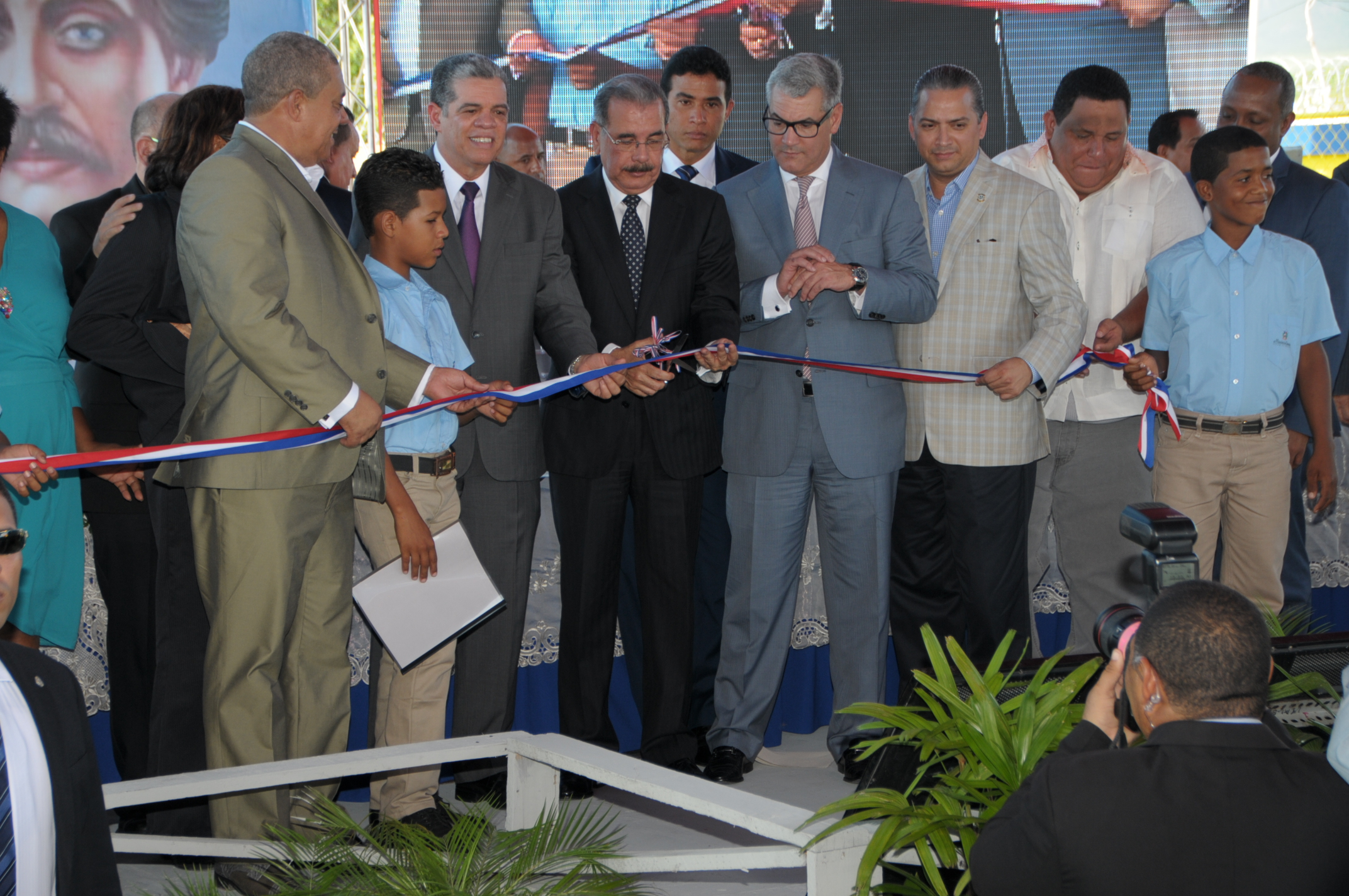 Presidente Medina entrega tres escuelas en Azua