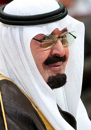 Rey saudí critica silencio ante