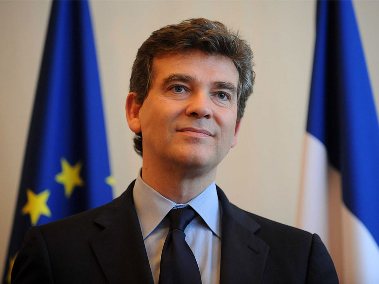 Ministro francés justifica su salida del Gobierno por política de austeridad