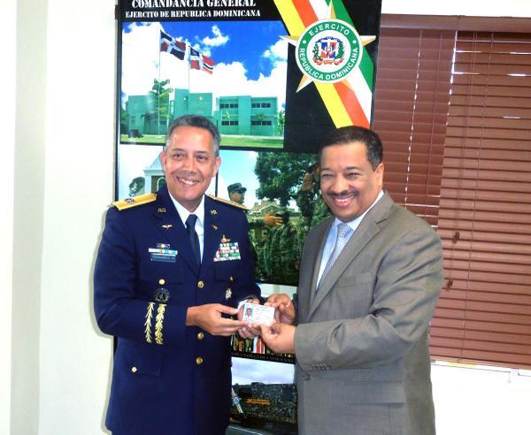 JCE entrega cédula más de 38 mil miembros FFAA y Policía Nacional