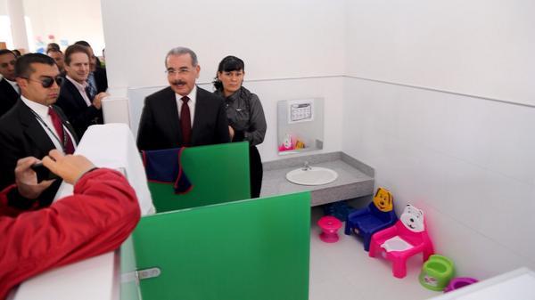 Medina se interesa en Colombia por viviendas de interés social