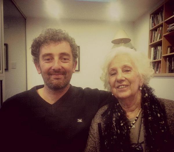 Nieto de  Estela de Carlotto publica primera foto tras reencuentro con su abuela