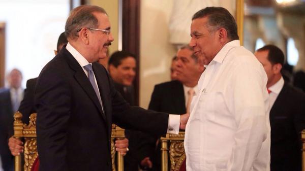 Juan Bolívar Díaz recibe Premio Nacional de Periodismo