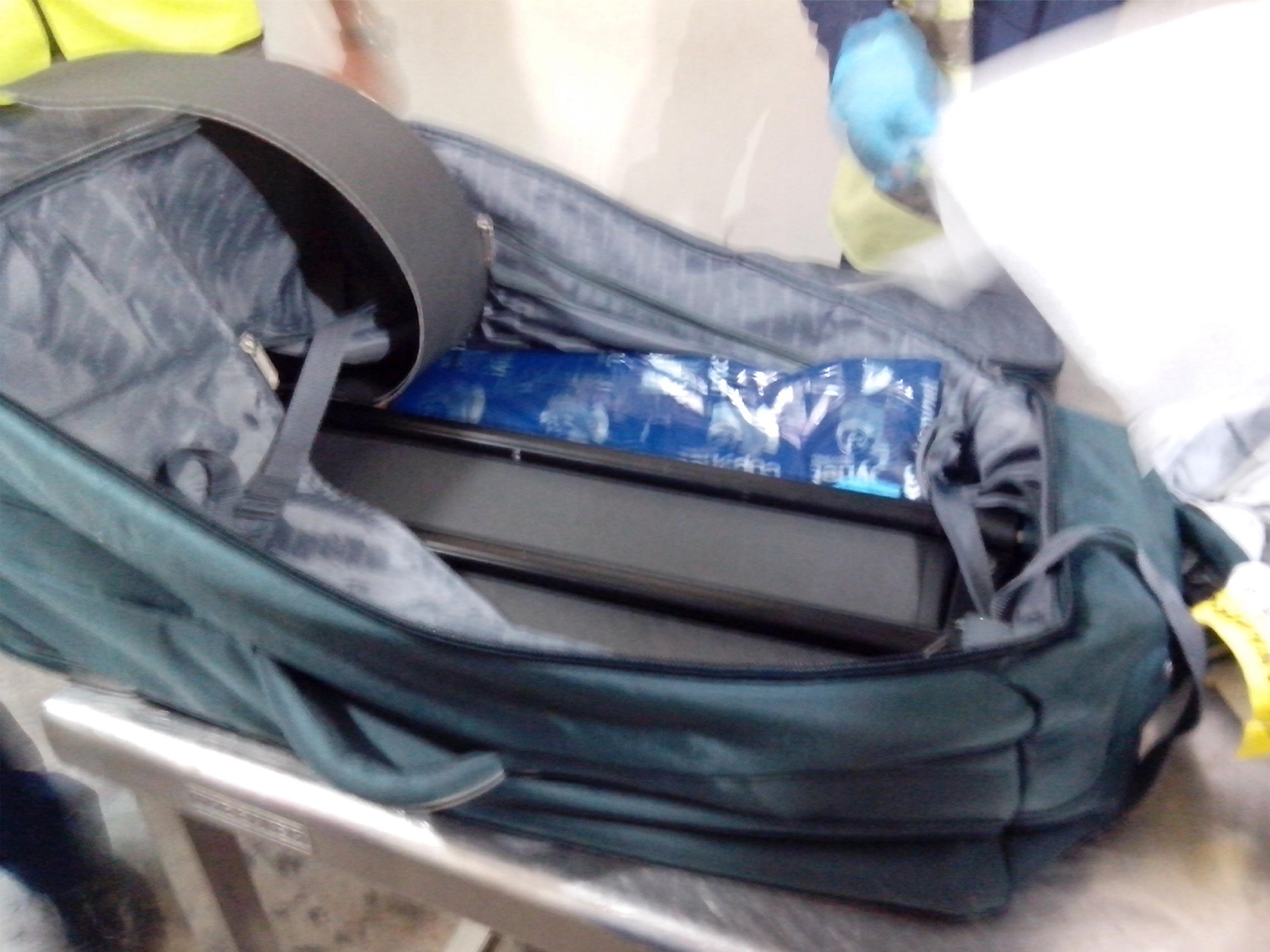 Detienen español en aeropuerto presuntamente con tres kilos de drogas