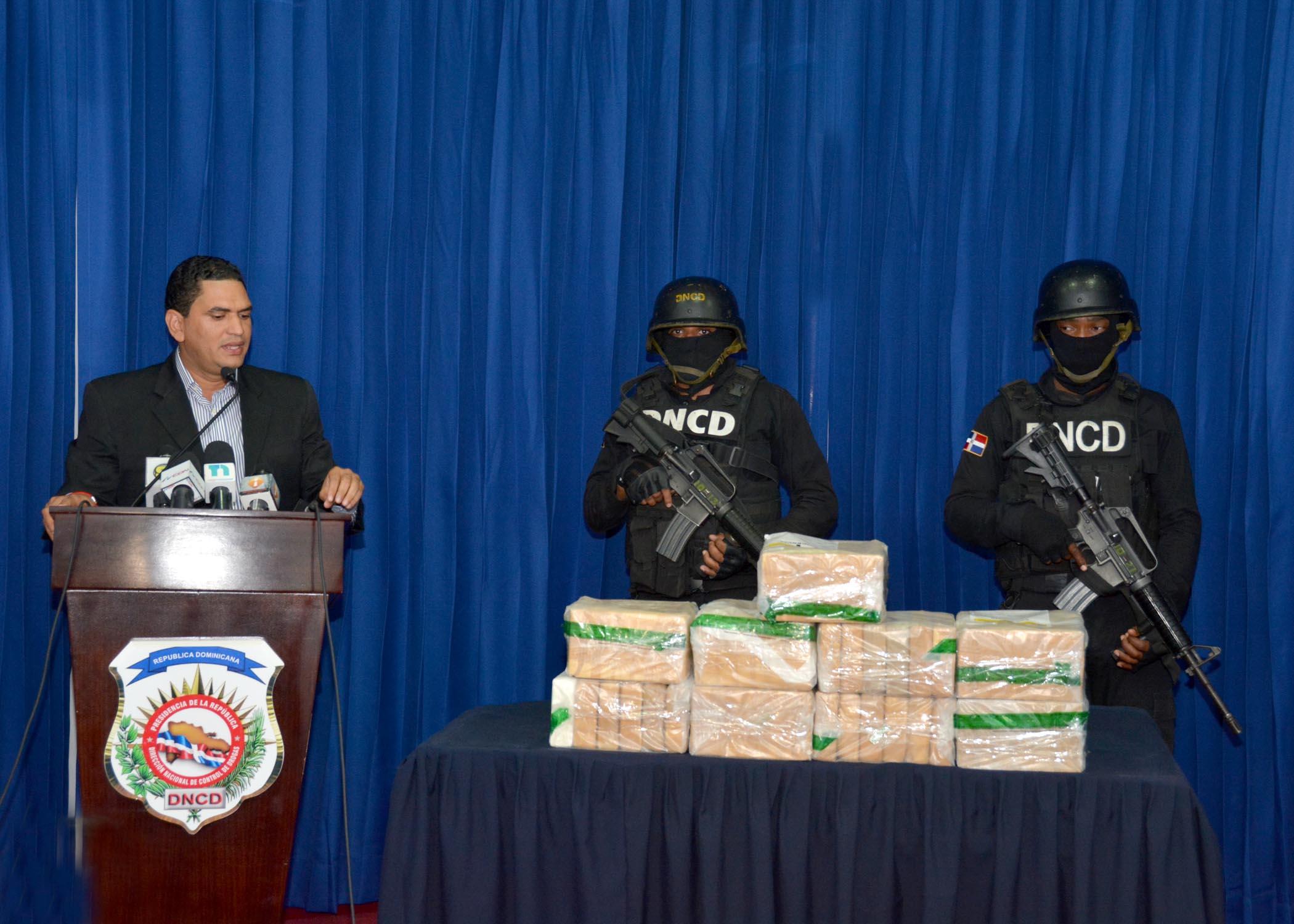 Decomisan 54 paquetes de un polvo presumiblemente cocaína